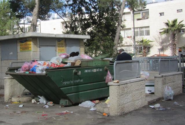 garbage in strike in Jerusalem