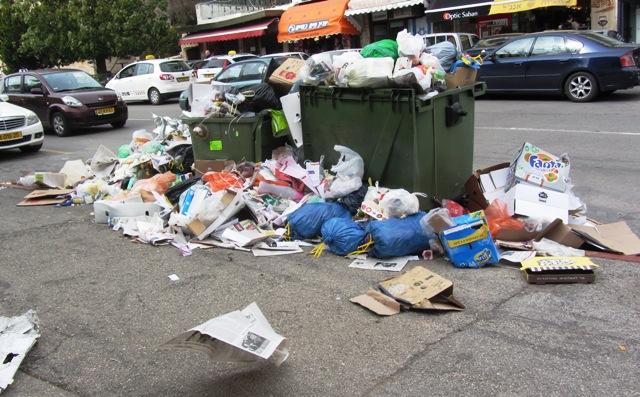 garbage in strike in Jerusalem image