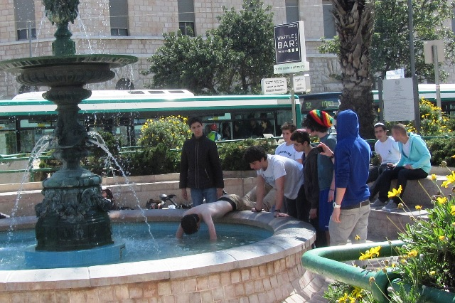 Image Paris fountain Jerusalem