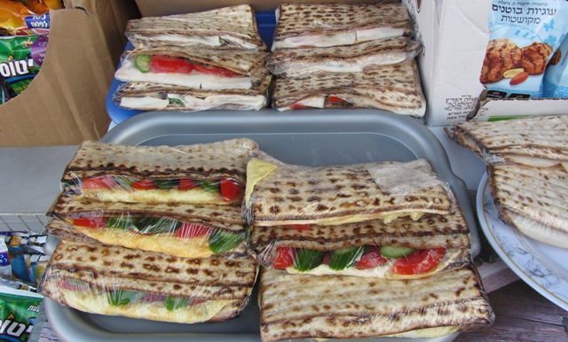 """image matzah sandwich"", ""picture of matzah sandwich"", ""photo Passover food"""