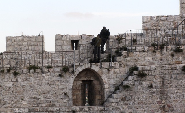 """picture Old City walls"", ""photo soldiers"", ""Image Jerusalem"""