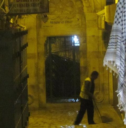 """Mosque of Omar photo"",""picture Mosgue entrance', ""image Omar Mosgue'"