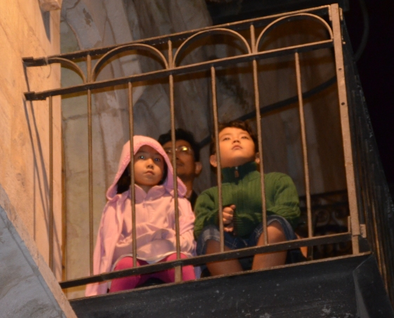 picture children on balcony