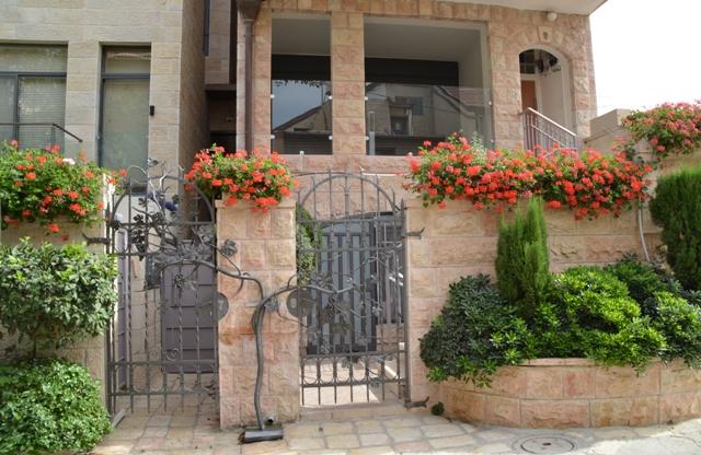 Nahlaot house, J Street, new Jerusalem building