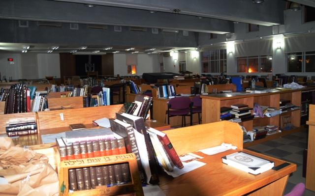 Or Etzion yeshiva, Yeshiva beit midrash. study hall