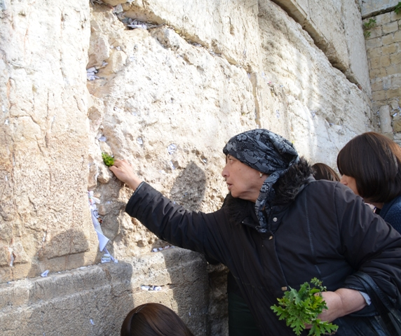woman at wailing wall