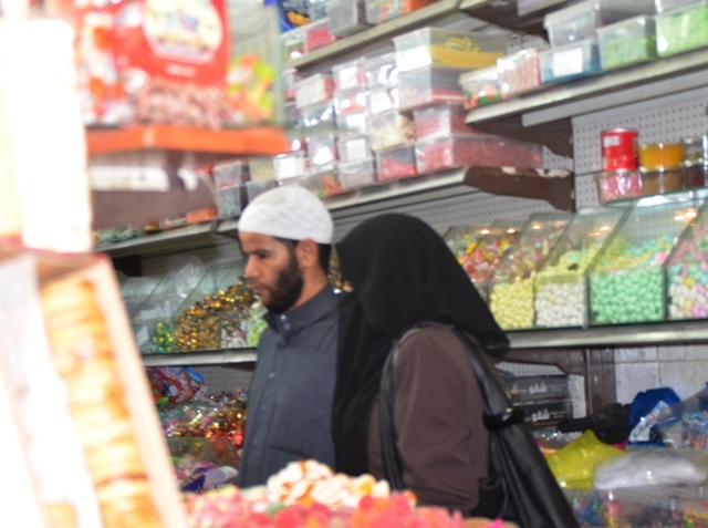 Muslim man, Palestinian woman, photo Arabs in Jerusalem, image muslim