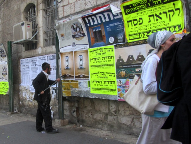 posting sings in Mea Shearim