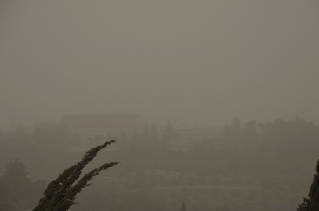 Sand storm covers Knesset