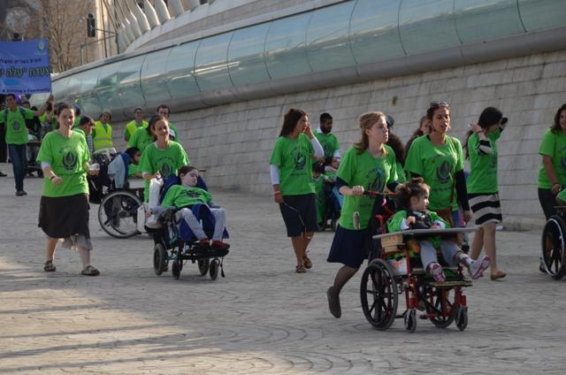 photo children in wheel chairs