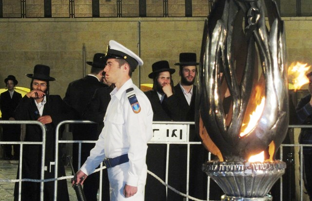 Kosel remembrance flame, Wailing wall photo