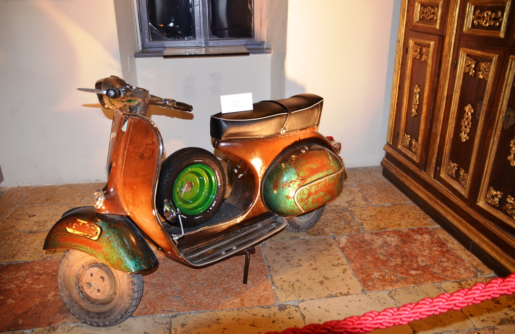 Vespa in Italian shul for festival