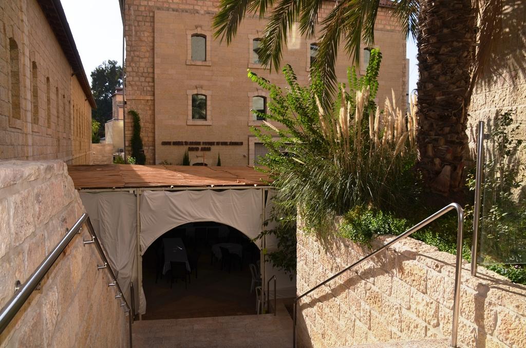 sukka in courtyard of Jewish Museum